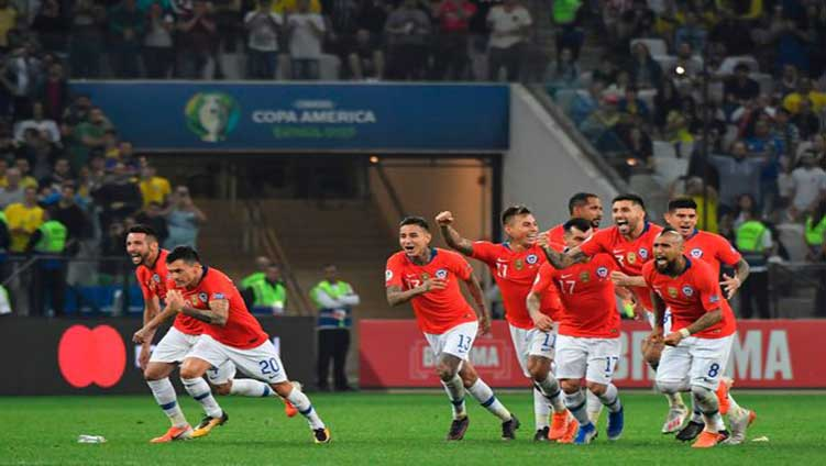 Chile confirmed the semi-final ticket by defeating Colombia