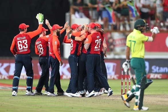 England beat the Proteas by 2 runs at Durban!